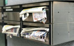 郵便物であふれた郵便受